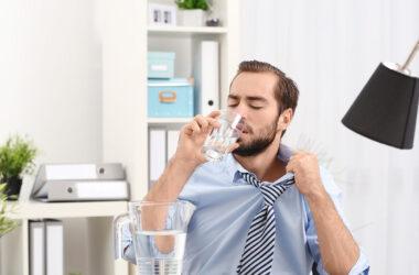 Poletna vročina v pisarni: Nasveti in priporočila za hlajenje
